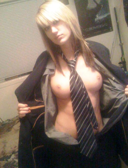 nudes-de-seios-e-gravata