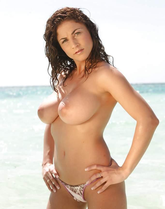 mulheres nuas na praia rua69 com